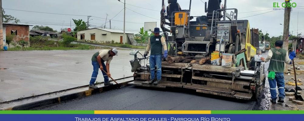OBRAS PUBLICAS EJECUTA TRABAJOS DE ASFALTADO DE LAS CALLES